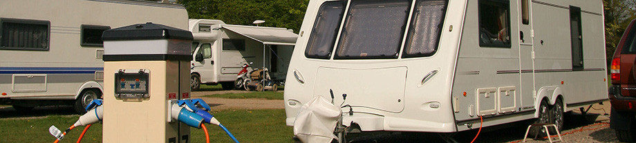 Stroom in caravan, camper of boot