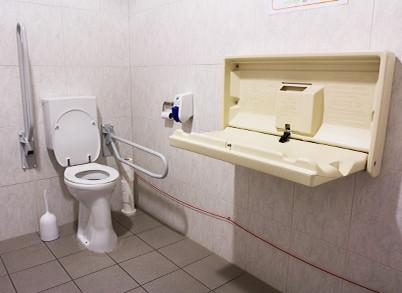 Aangepast toilet en babyverzorging